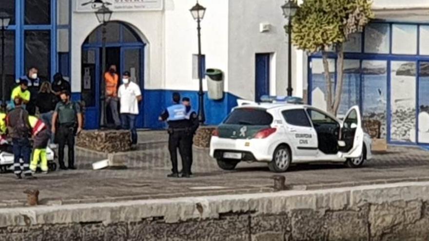 Herido por arma blanca tras ser atracado en el puerto de Playa Blanca