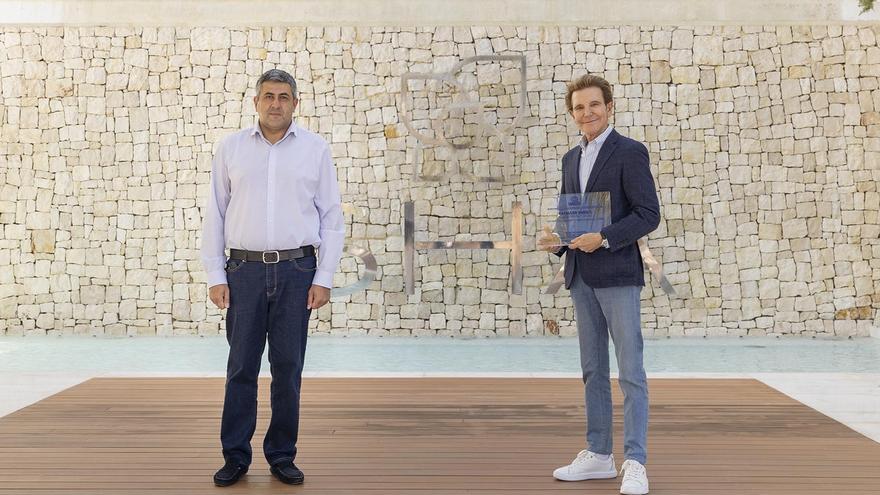 El secretario general de la OMT, Zurab Pololikhasvili, y el fundador del Sha, Alfredo Bataller.