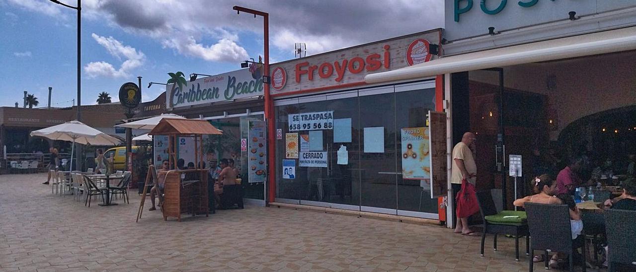 El local del paseo de la playa del Arenal, meollo turístico de Xàbia, cerró el pasado 15 de agosto. | A. P. F.