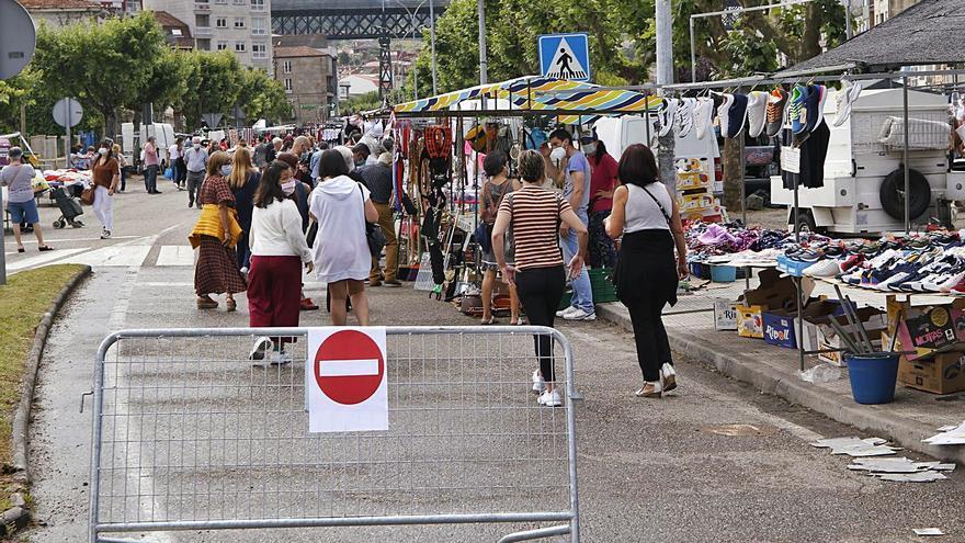 Los comerciantes de la Avenida de Mendiño rechazan el corte de la calle para la feria
