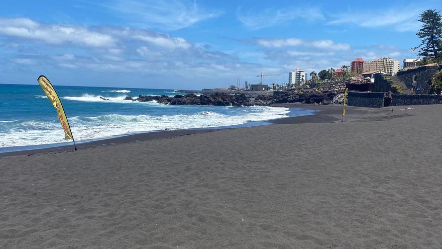 Puerto de la Cruz reabre al baño la playa de Punta Brava