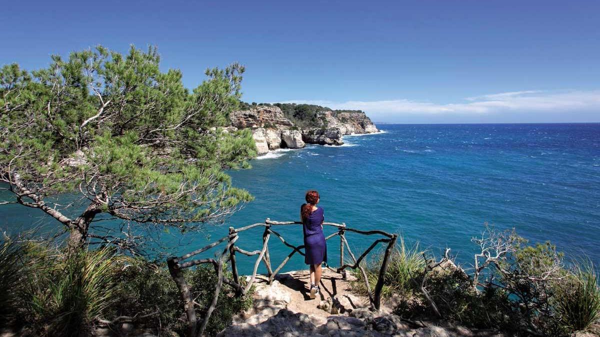 Mirador al Mediterráneo cercano a la cala Macarelleta.