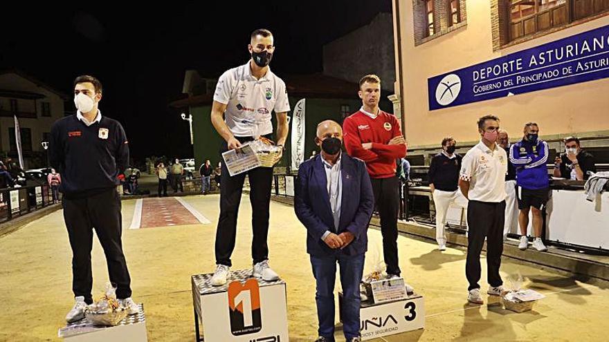 El cántabro Víctor González, campeón del Concurso de Bolos de San Cipriano, en Panes