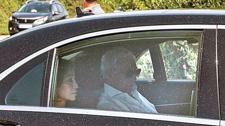 Mario Vargas Llosa e Isabel Preysler, entre los invitados a la boda de Manuel Valls y la empresaria Susana Gallardo en Menorca
