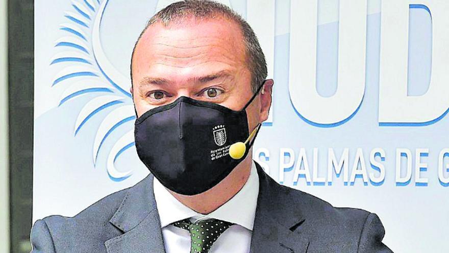 Ferraz aplaza el congreso grancanario para evitar el choque Franquis-Hidalgo