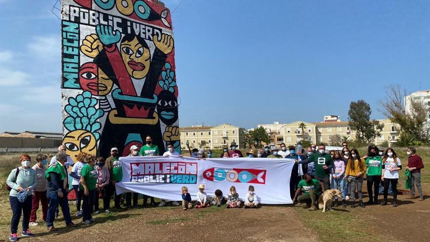 Ecologistas y vecinos recogen firmas contra los planes de Costas para el Malecón