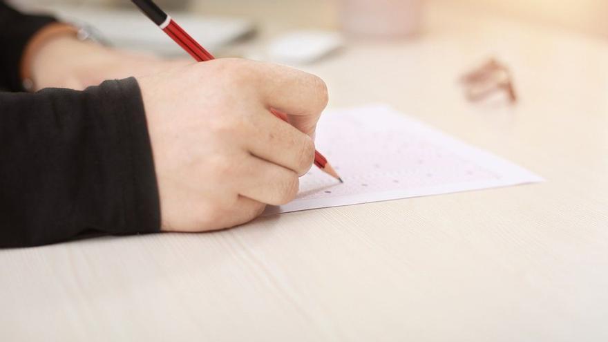 Una profesora se vuelve viral en Twitter tras 'trolear' a sus alumnos en un examen