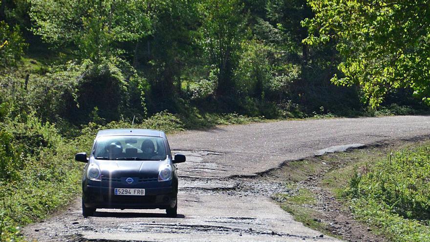 Reparar el vial a Castiñeiras exige rehacer toda la carretera e invertir 150.000 euros