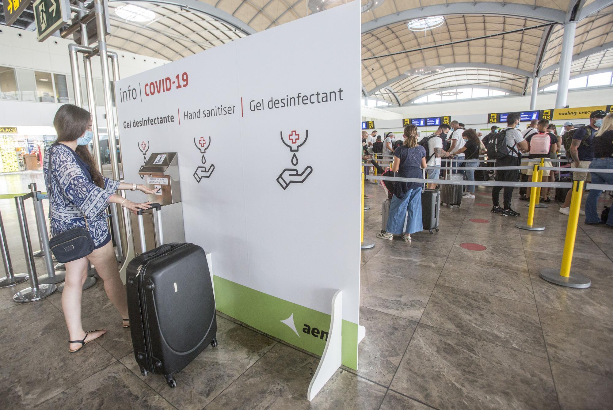 El aeropuerto de Alicante-Elche, entre los 14 más limpios y seguros de Europa frente al covid