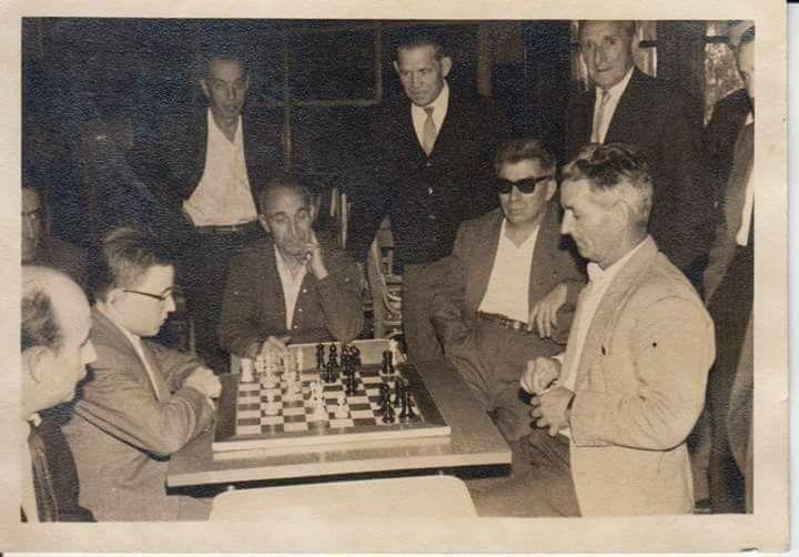 Partida d'escacs al Casino dels Nois de Sant Feliu