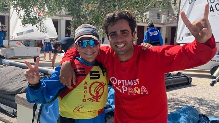 Marisa Vicens sube al podio y Tim Lubat finaliza cuarto en el Mundial de Optimist