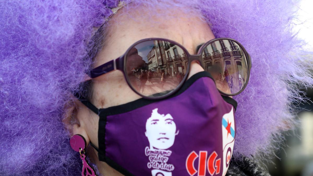 Participante en una de las protestas del 8M celebrada en Santiago.