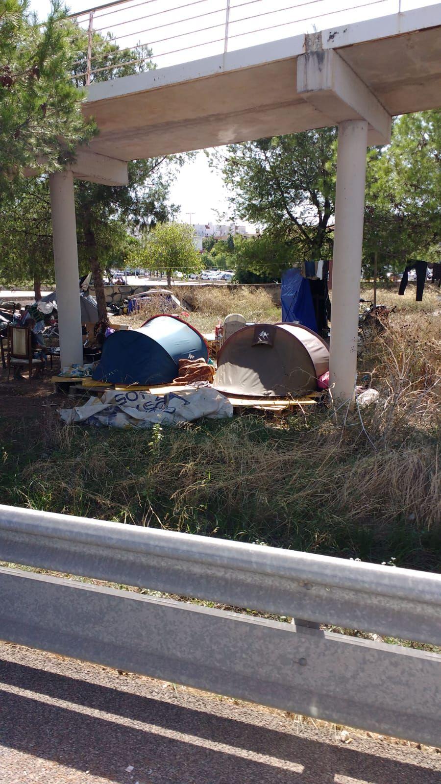 Se dispara el número de 'sin techo' que duerme en los puentes de la Vía de Cintura