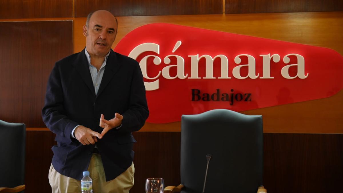 Mariano García Sardiña, presidente de la Cámara de Comercio de Badajoz, esta mañana tras su comparecencia.