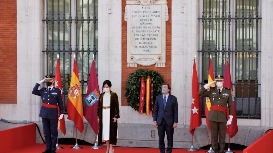 Madrid rinde homenaje a los héroes del Dos de Mayo sin Iglesias