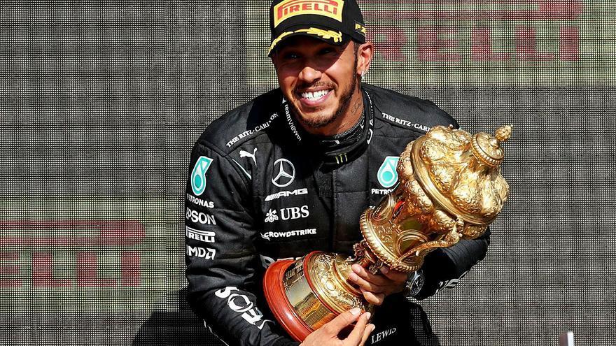 Hamilton gana envuelto en polémica