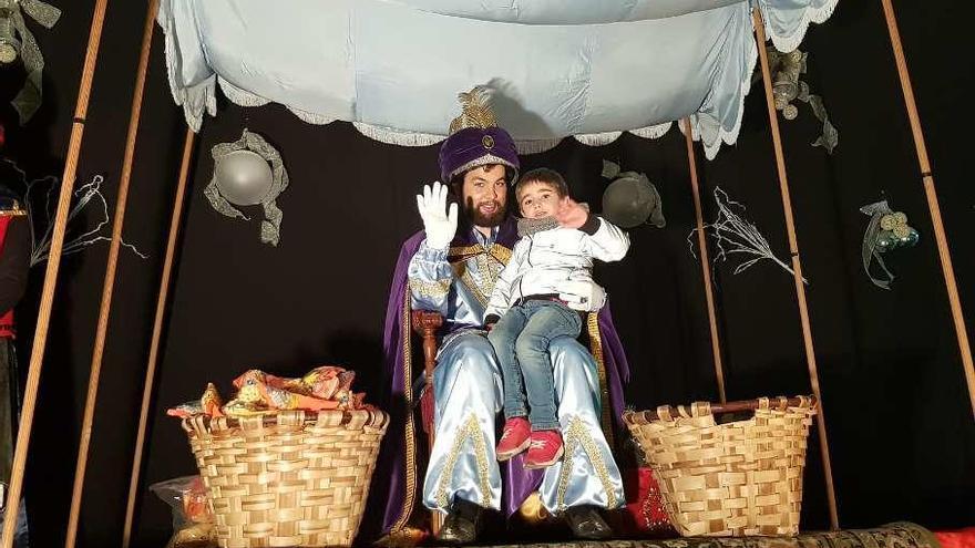 El Príncipe Aliatar toma nota de los deseos de los niños de Noreña