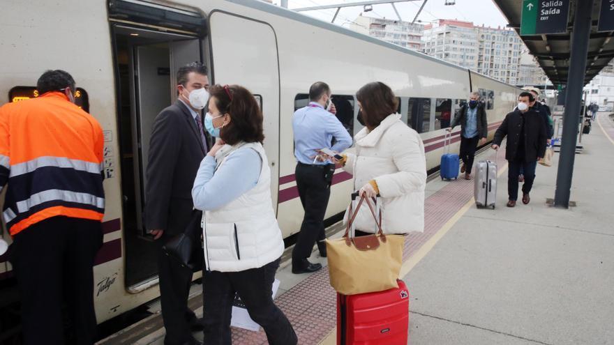 Caballero pedirá a Renfe una tercera línea de tren a Madrid si hay demanda: pasaría por Vilagarcía