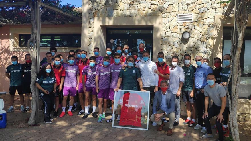 Calurosa despedida del Mallorca a Biel Gelabert