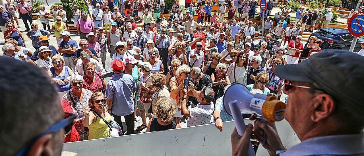 Protesta respaldada por el PP en la que se reclamaba la apertura.
