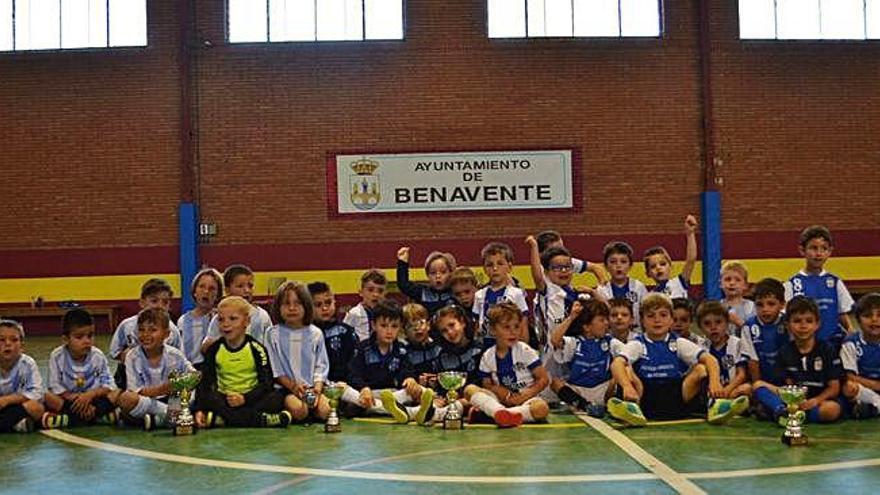 Los más pequeños celebran un torneo de clausura de las actividades de fútbol sala