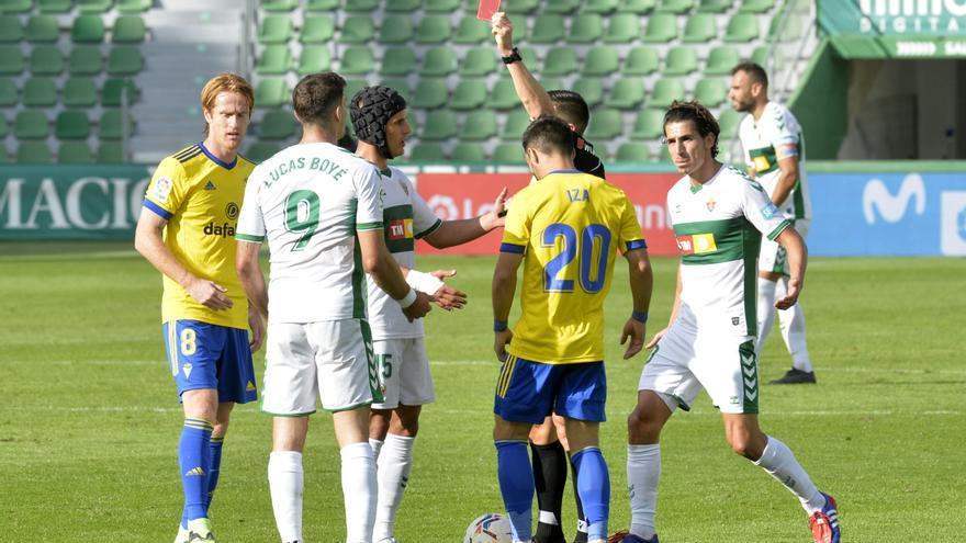 Sanción de un partido a Boyé y multa de 350 euros al Elche y de 600 al jugador
