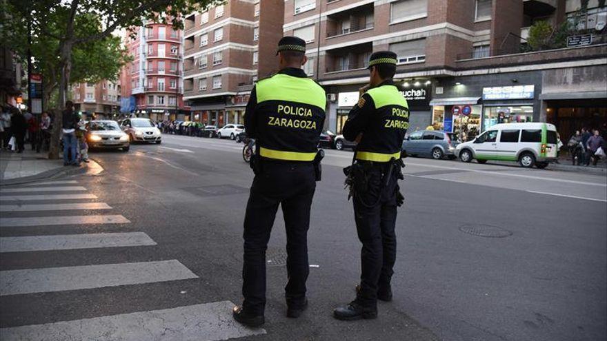 Dos heridas leves al colisionar tres vehículos en la carretera de Castellón