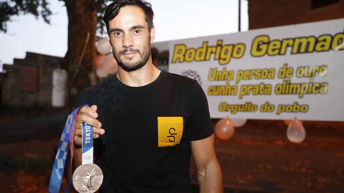 Rodrigo Germade, con su medalla olímpica.