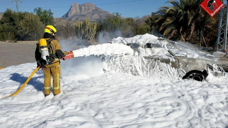Susto en La Vila Joiosa por el incendio de un vehículo