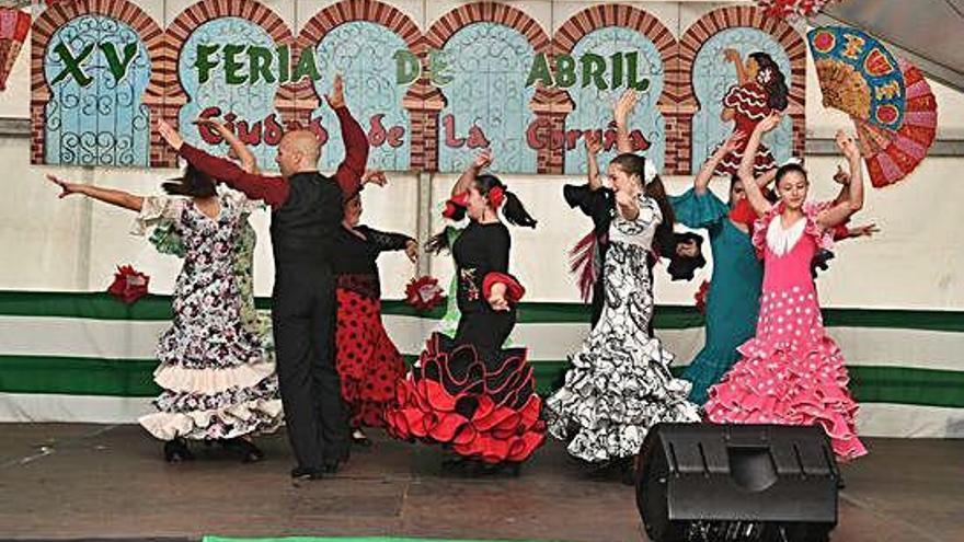 La Feria de Abril llega a los jardines de Méndez Núñez con bailes y una misa