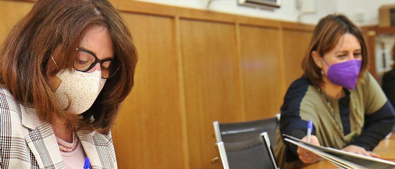 Compromiso por la transparencia entre la Universidad y la conselleria  La rectora de la Universidad de Alicante, Amparo Navarro y la consellera de Participación y Transparencia, Rosa Pérez Garijo, han firmado sendos convenios en los que se comprometen a fomentar tanto la transparencia de la actividades e información a la sociedad como la Responsabilidad Social. «En el Botànic creemos que la ciudadanía ha de saber y debe querer saber. Queremos ir más allá», destaca la consellera.