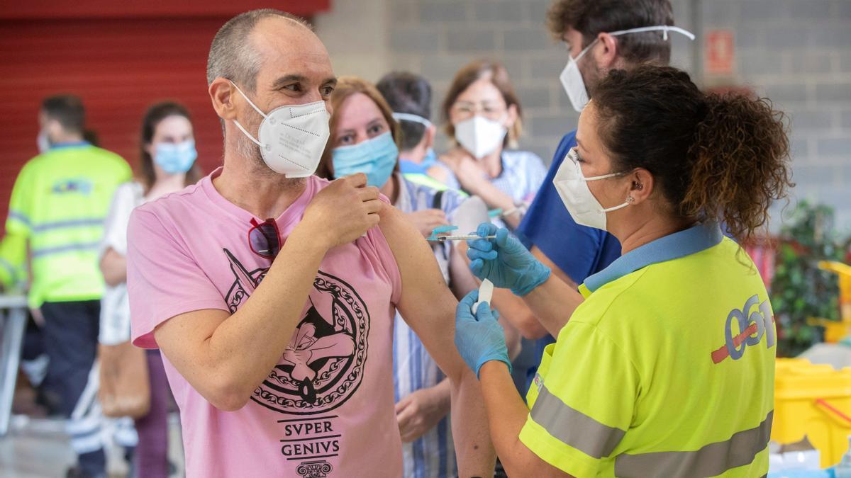Vacuna para los mayores de 40 años en la Comunitat Valenciana: a una semanas de que empiece.