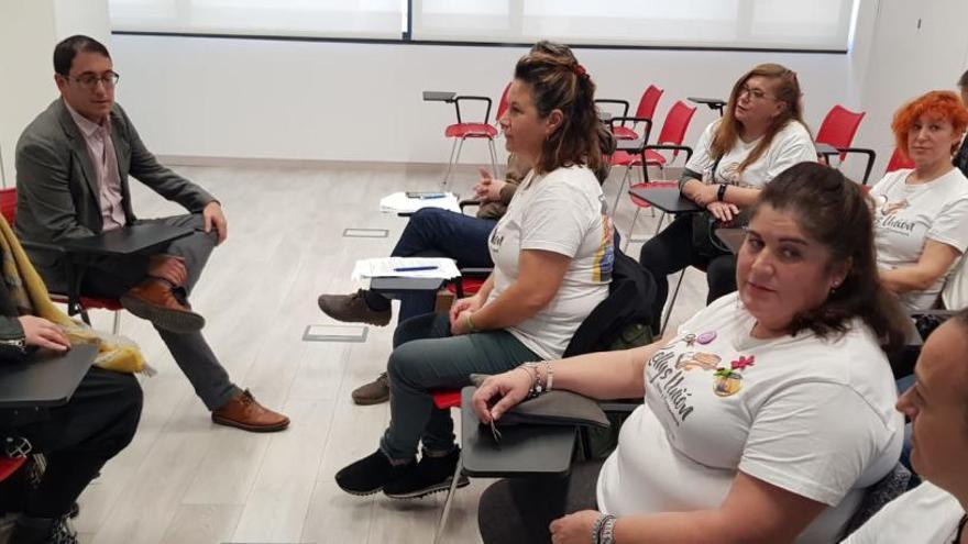 Negueruela anuncia más inspecciones en su reunión con las 'kellys'