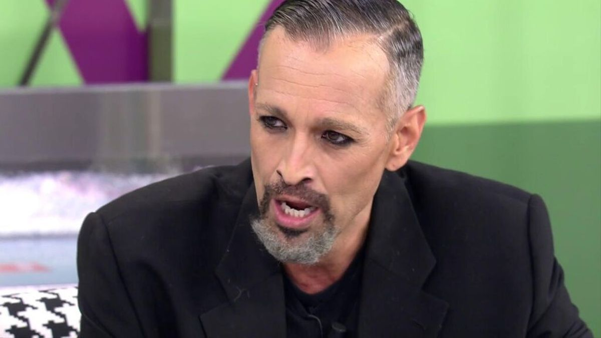 Josep Ferré imitates Miguel Bosé