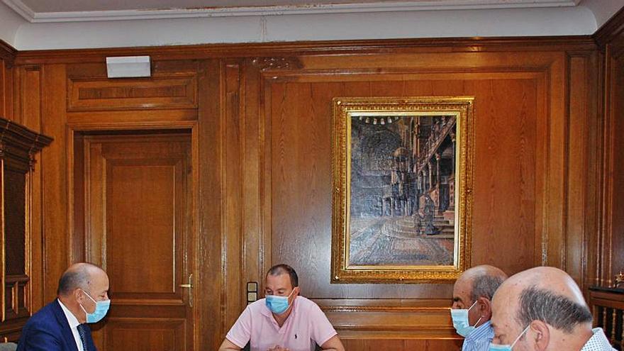 Imagen de la reunión mantenida este viernes en la sede provincial.   Cedida