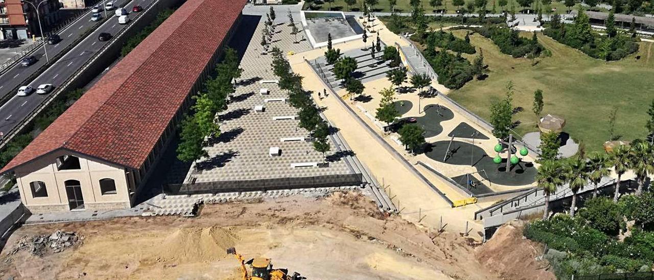 Obras en la parcela del Parc Central pegada al concesionario de coches.