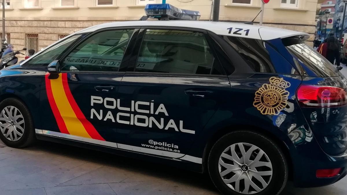 COMUNIDAD VALENCIANA.-Valencia.- Sucesos.- Dos agentes de la Policía Nacional socorren a un bebé de 10 meses que estaba a punto de ahogarse