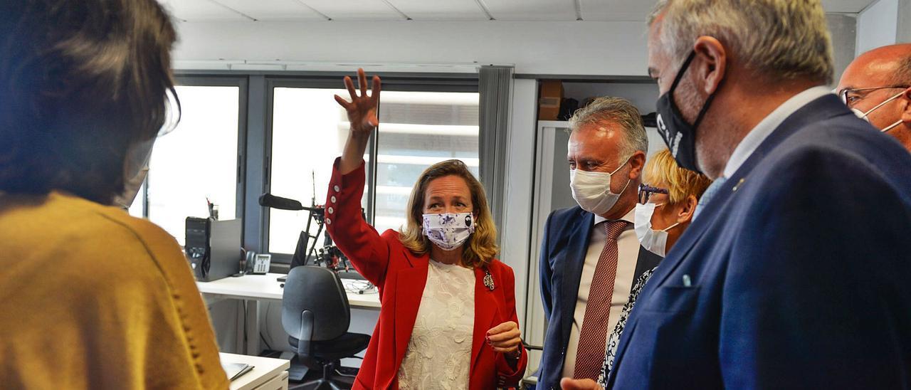 Nadia Calviño y Ángel Víctor Torres, ayer, en el Parque Científico Tecnológico de la Universidad de Las Palmas de Gran Canaria | . | | JOSÉ CARLOS GUERRA
