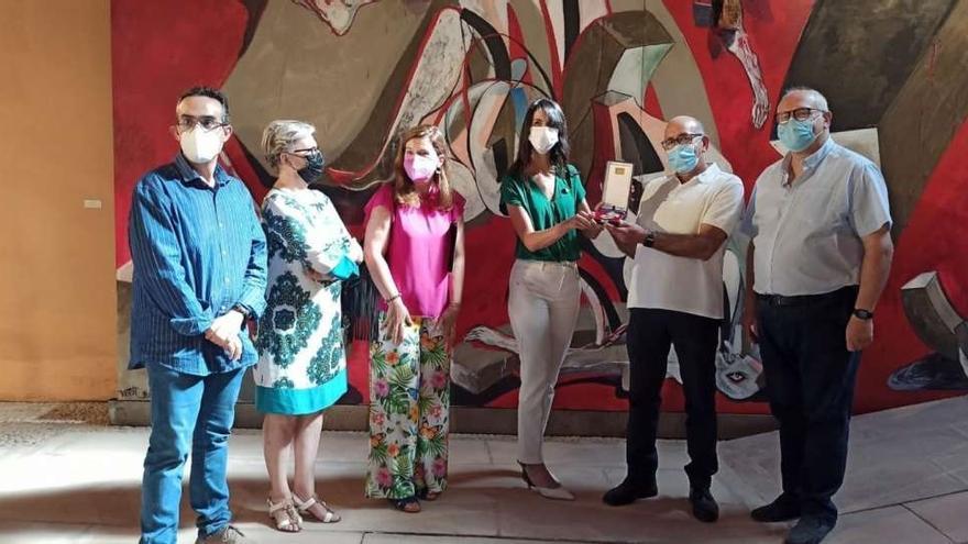 El Museo Vostell Malpartida ya custodia su Medalla de Oro al Mérito de las Bellas Artes