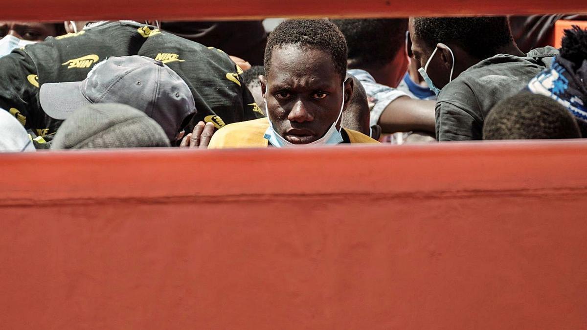 Un inmigrante, tras su llegada en una barcaza a las Islas. | | EL DÍA