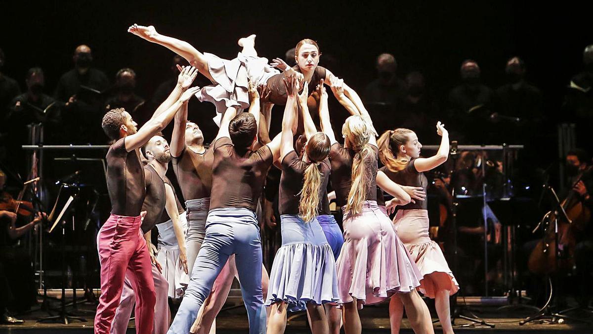 Els ballarins de Crea Dance Company durant l'actuació. | DIVAL