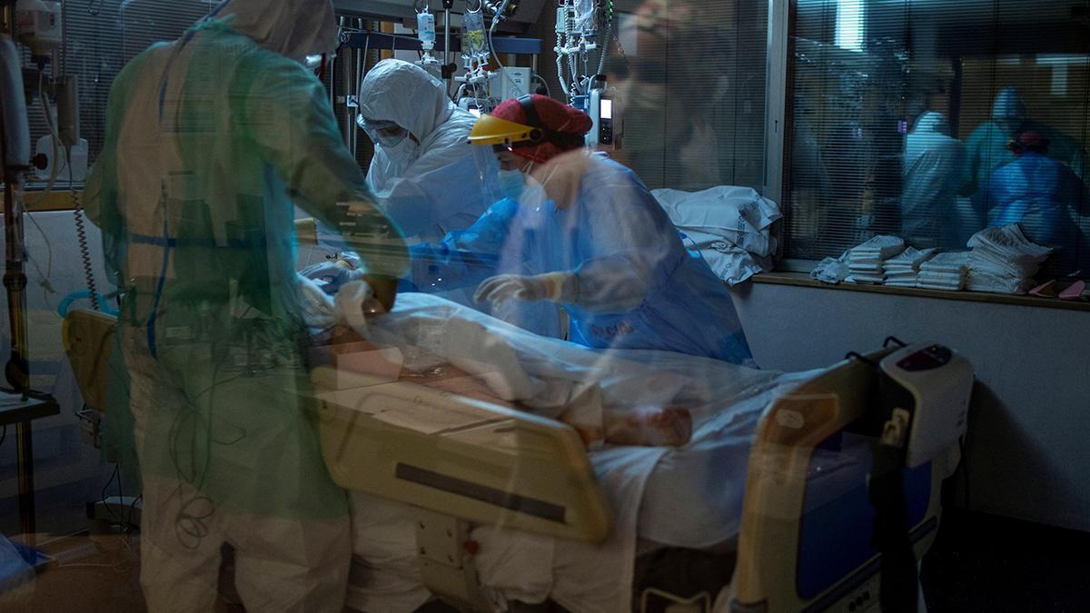 Sanitarios en una uci