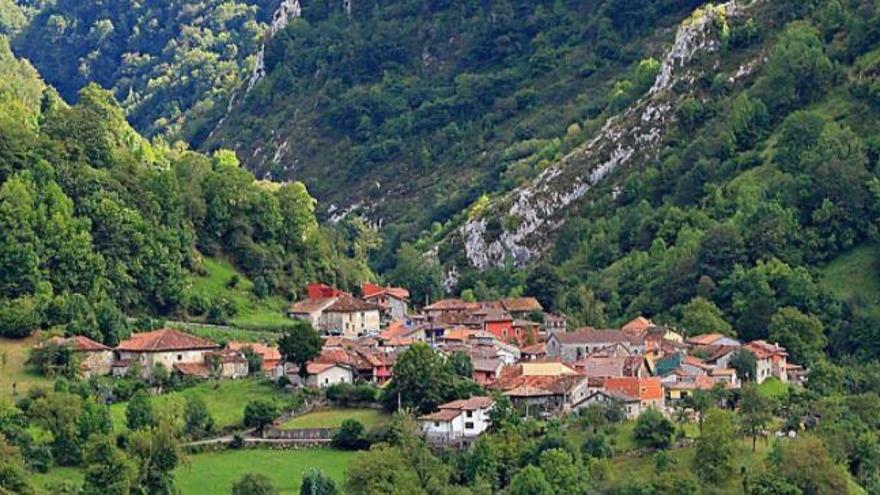Los vecinos de un pueblo de Asturias se autoconfinan de forma voluntaria por un brote