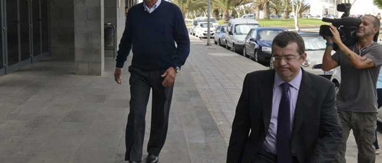 Dimas Martín, en los juzgados de Arrecife, en octubre del año pasado.