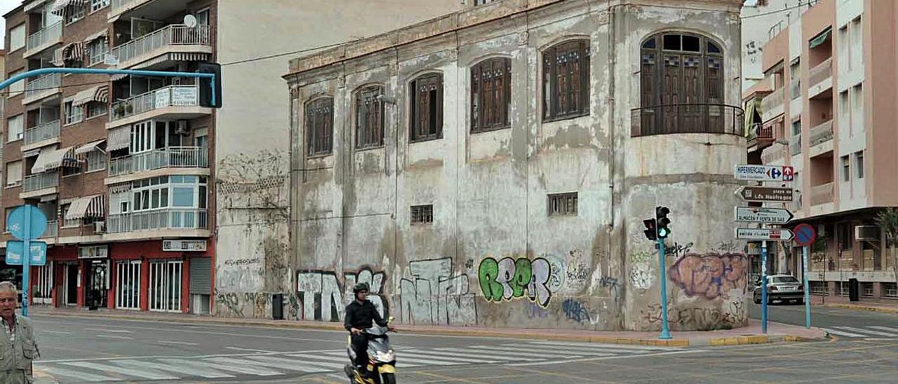 El edificio de la fábrica de hielo que será adquirido y rehabilitado por el Ayuntamiento.    
