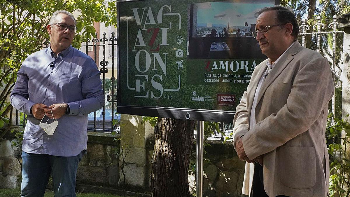 Jesús María Prada, junto a Óscar Somoza, en una imagen de archivo. | Jose Luis Fernández