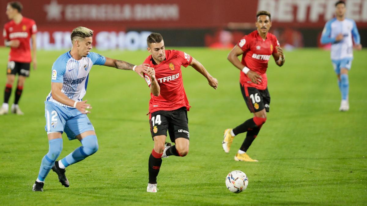 Dani Rodríguez, durante el partido ante el Málaga en el Visit Mallorca.