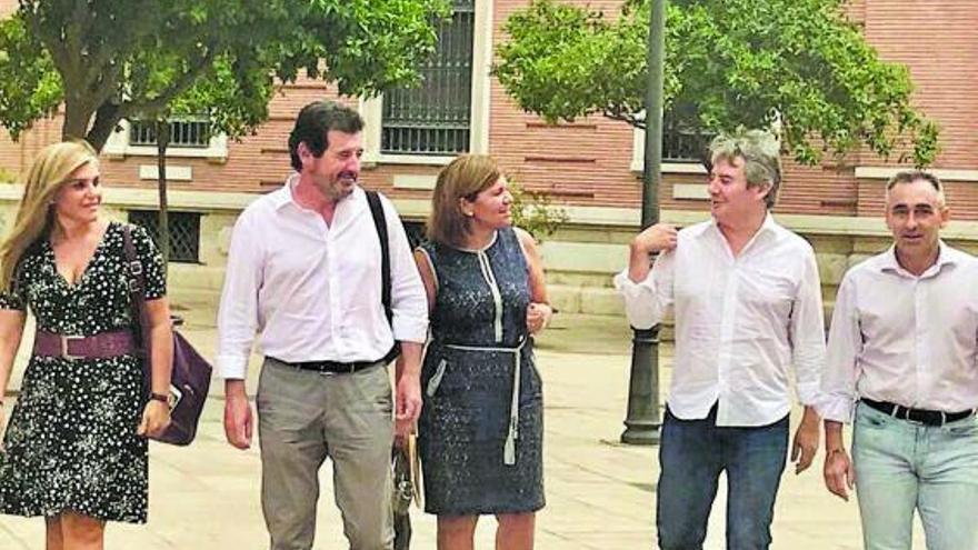 La salida del líder popular en Castellón debilita a Bonig ante el congreso regional