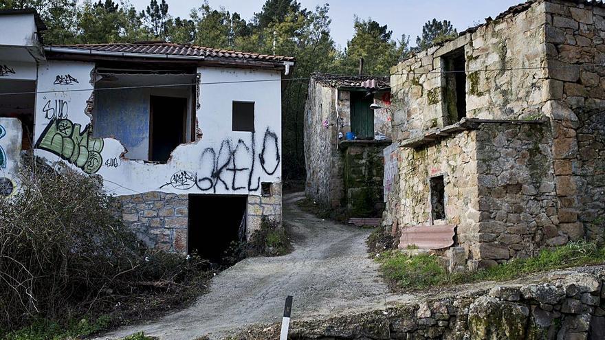 El rural languidece, con 29 concellos con cero transacciones de vivenda en un año