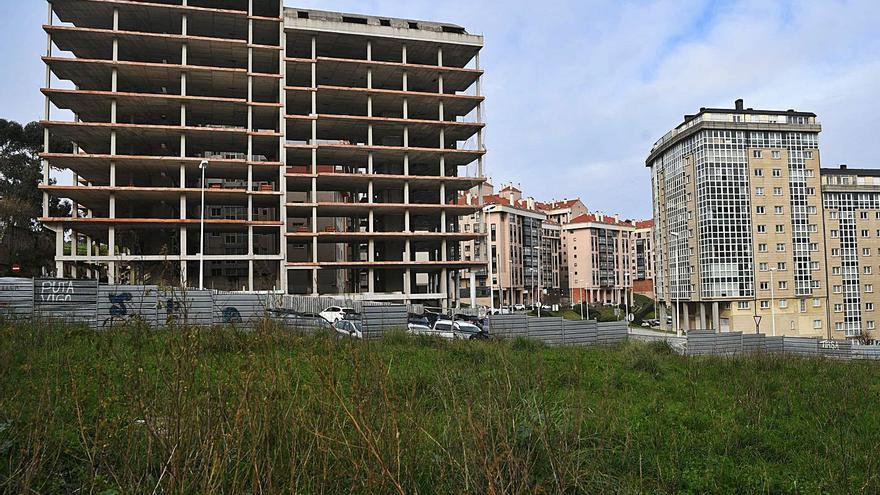 El Concello fía el aumento de vivienda pública a Xuxán, Pontejos y los pisos que compre la Xunta